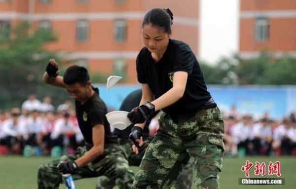 china-stewardesses-training (11)