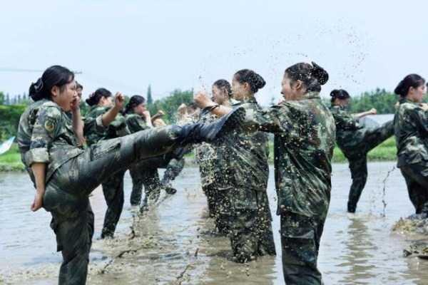 china-stewardesses-training (8)