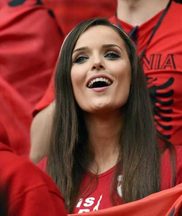 hot-euro-2016-female-fans (14)