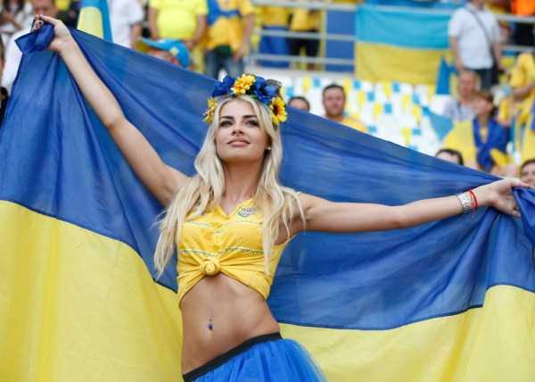hot-euro-2016-female-fans (41)