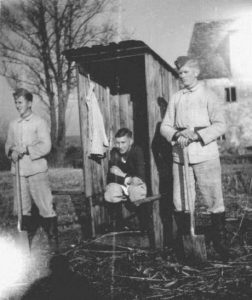 nazis-taking-dump (11)