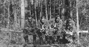 nazis-taking-dump (18)