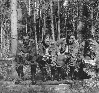 German Troops Taking a Dump (24 photos)