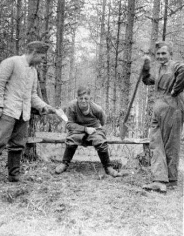 nazis-taking-dump (19)