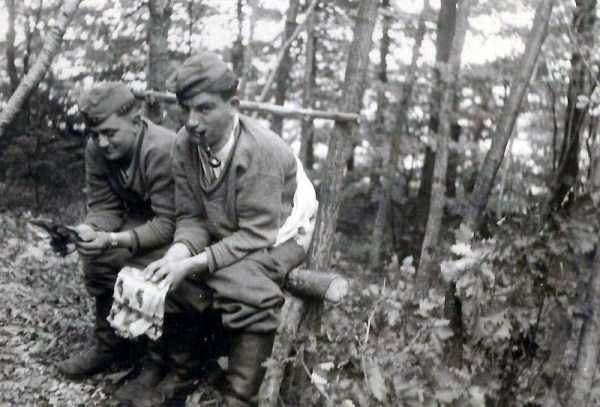 nazis-taking-dump (22)
