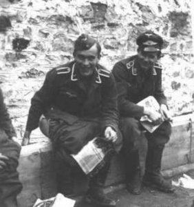 nazis-taking-dump (8)
