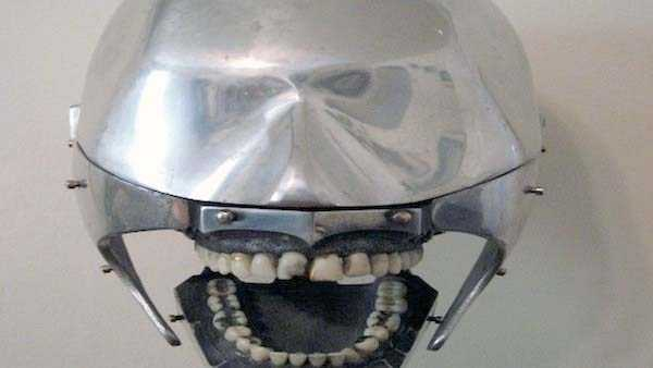 dental-equipment-from-the-past (17)