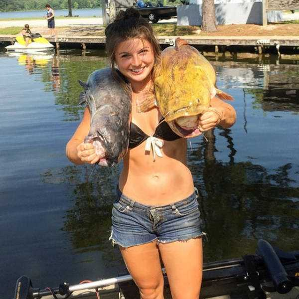 Brave Girl Catches A Big Catfish With Her Bare Hands Klyker Com