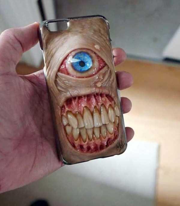 horror-smartphone-cases (1)