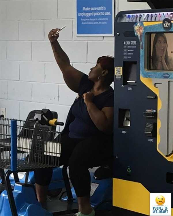 weird-people-of-walmart (13)