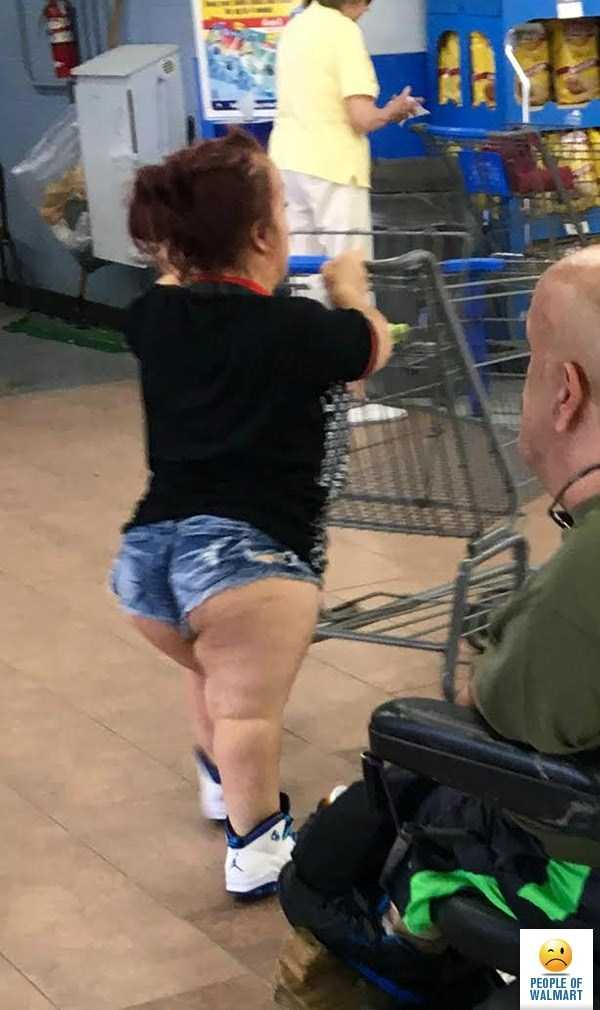 weird-people-of-walmart (6)