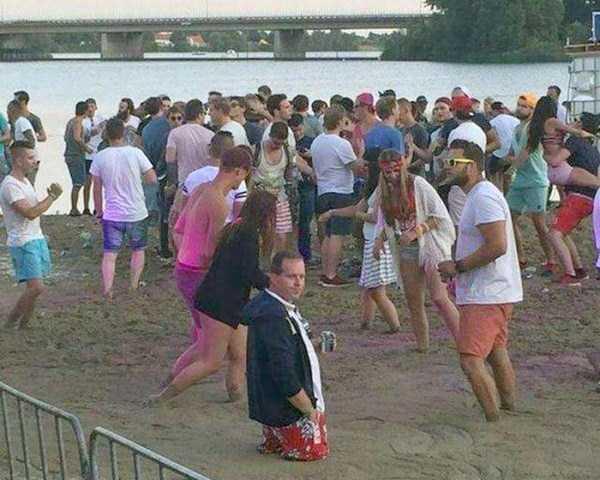 Funny-Beach-Photos (10)