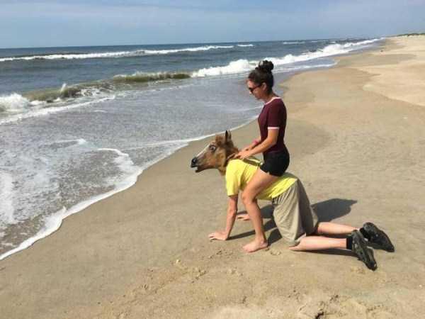 Funny-Beach-Photos (2)