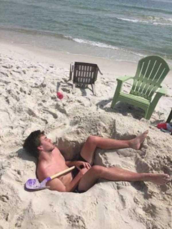 Funny-Beach-Photos (3)