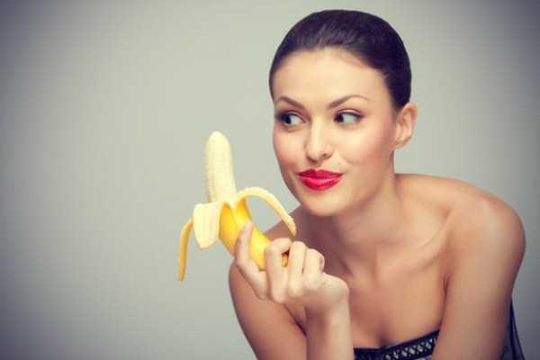 girls-eating-bananas (6)
