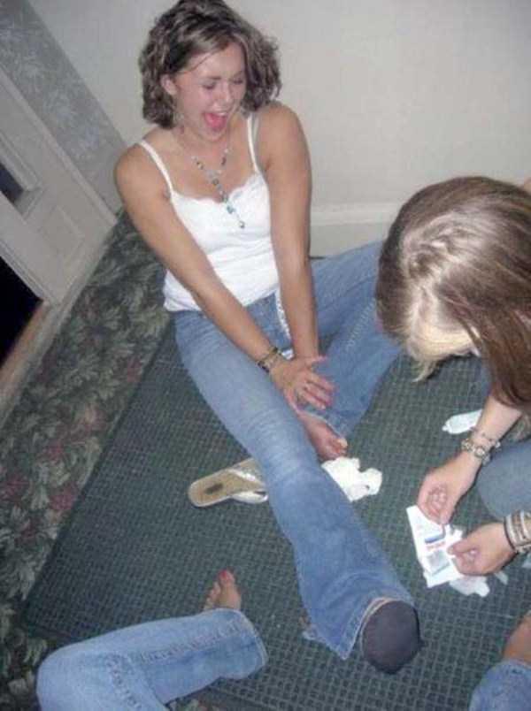 girls-hitting-toes (16)