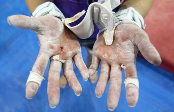 gymnasts-hands (20)