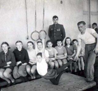 Gymnasts in the Postwar Soviet Union (23 photos)