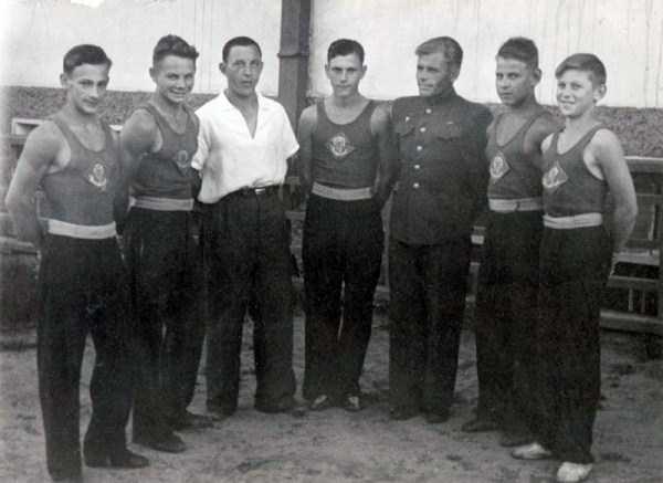 soviet-gymnasts-after-world-war-ii (4)