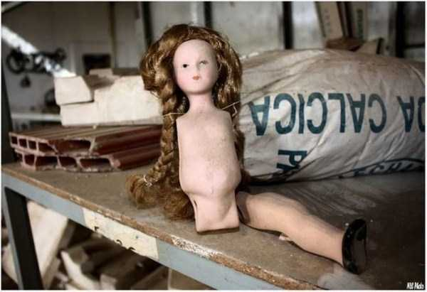 creepy-abandoned-doll-factory-10