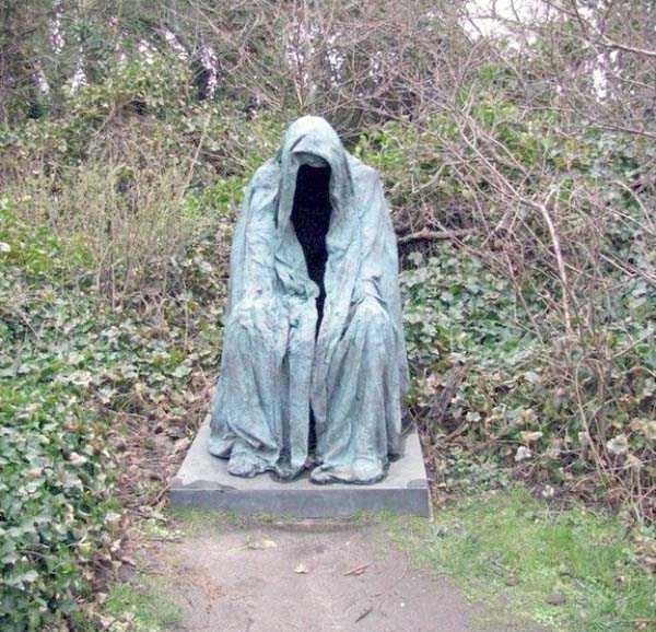 creepy-bizarre-cemetery-statues-11