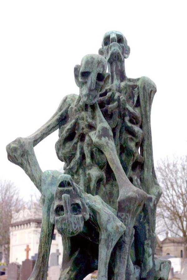 creepy-bizarre-cemetery-statues-12