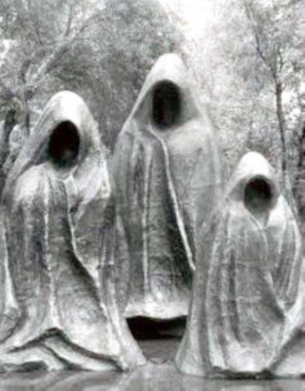 creepy-bizarre-cemetery-statues-14