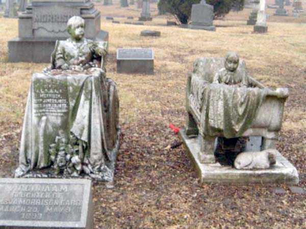 creepy-bizarre-cemetery-statues-18