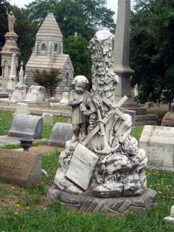 creepy-bizarre-cemetery-statues-22