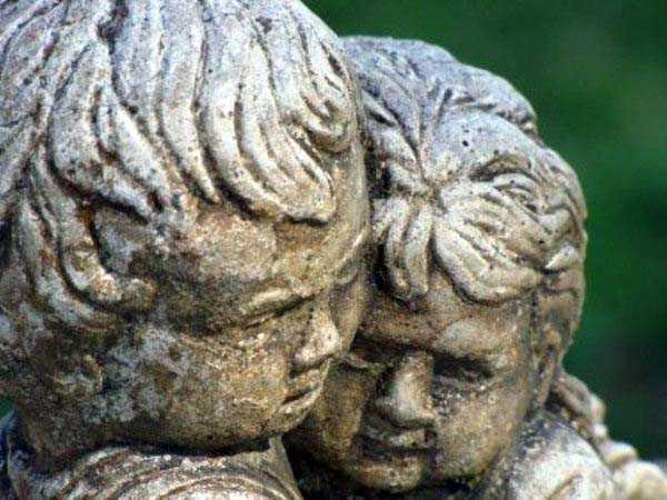 creepy-bizarre-cemetery-statues-23