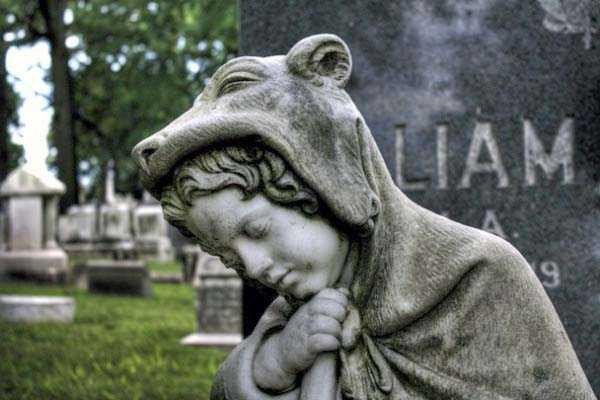 creepy-bizarre-cemetery-statues-25