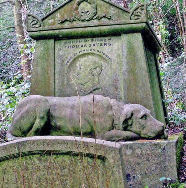 creepy-bizarre-cemetery-statues-3