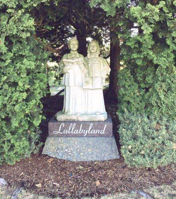 creepy-bizarre-cemetery-statues-8