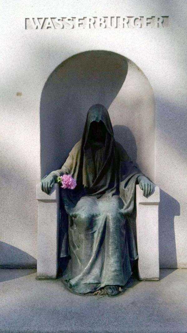 creepy-bizarre-cemetery-statues-9