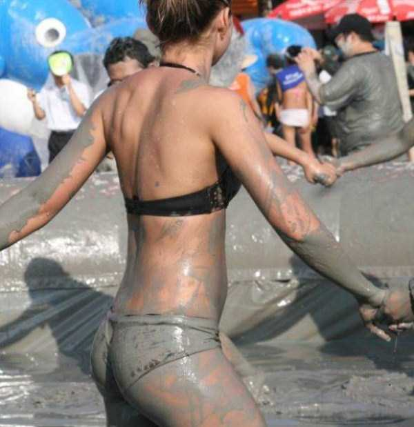 girls-covered-in-dirt-3