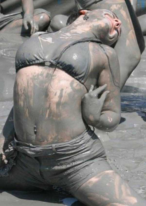 girls-covered-in-dirt-32