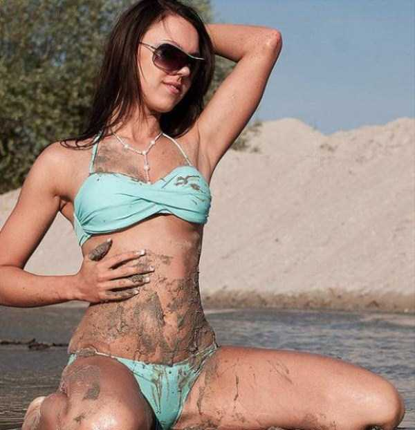 girls-covered-in-dirt-39