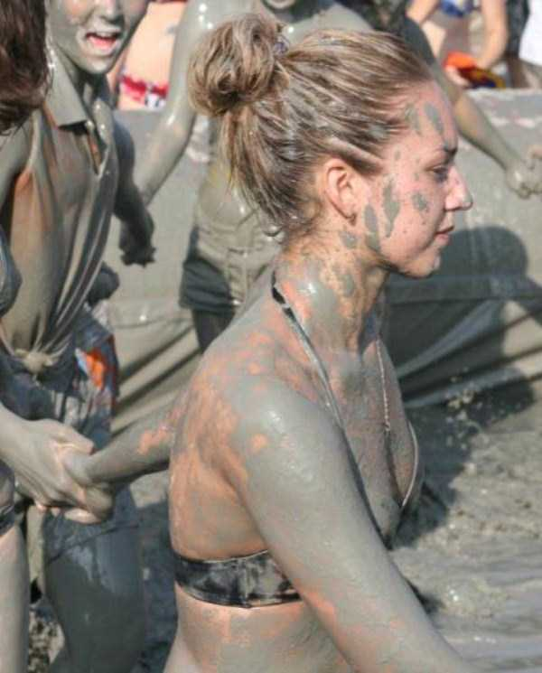 girls-covered-in-dirt-4