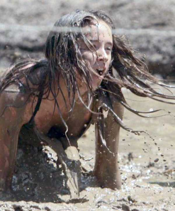 girls-covered-in-dirt-41