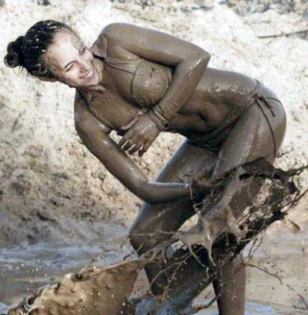 girls-covered-in-dirt-52