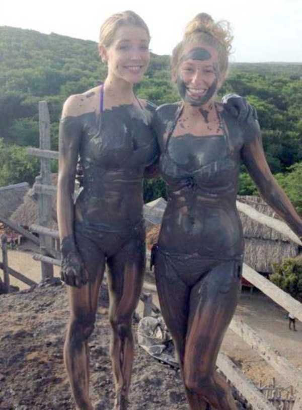 girls-covered-in-dirt-61