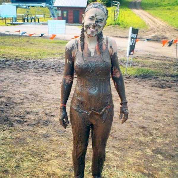 girls-covered-in-dirt-63