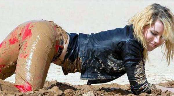 girls-covered-in-dirt-72