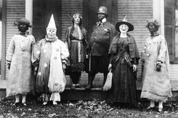 creepy-retro-halloween-costumes-13