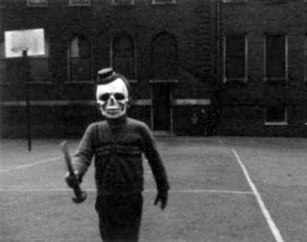 creepy-retro-halloween-costumes-22