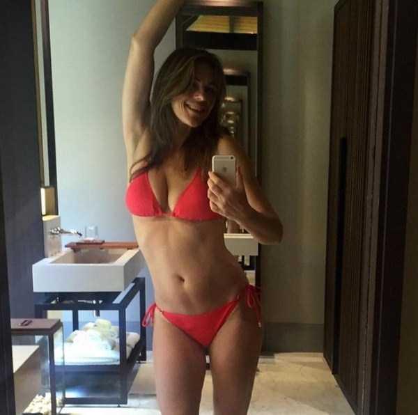 elizabeth-hurley-sexy-pics-4