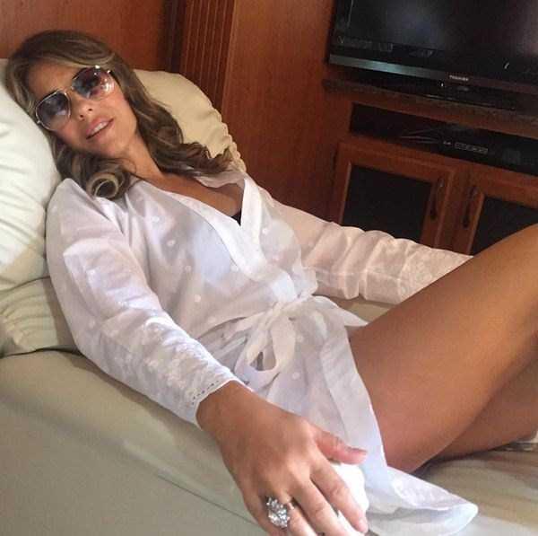 elizabeth-hurley-sexy-pics-9