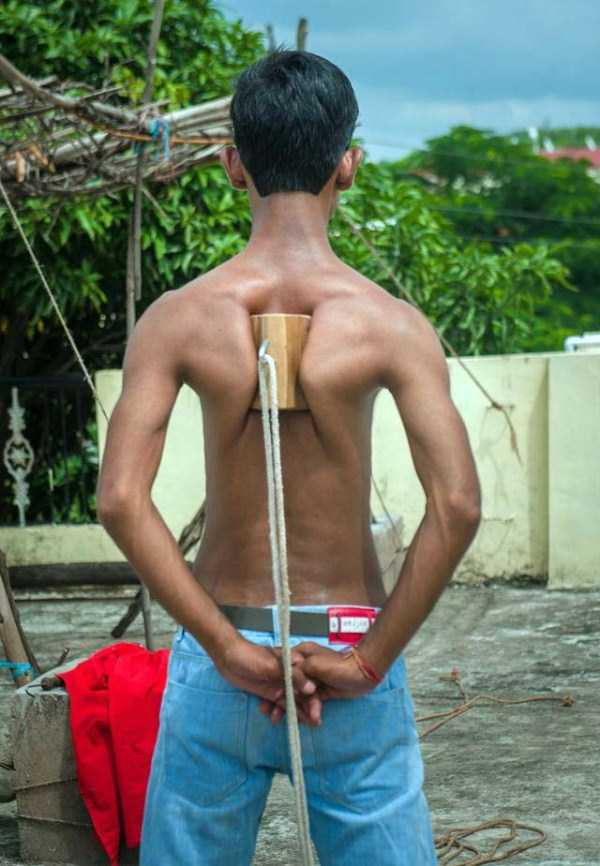 indian-boy-has-strongest-shoulder-blades-4