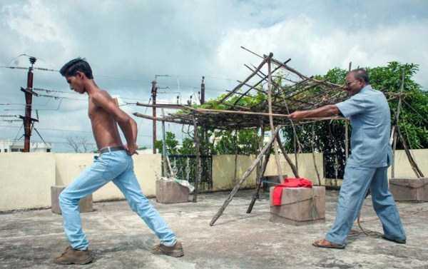 indian-boy-has-strongest-shoulder-blades-5