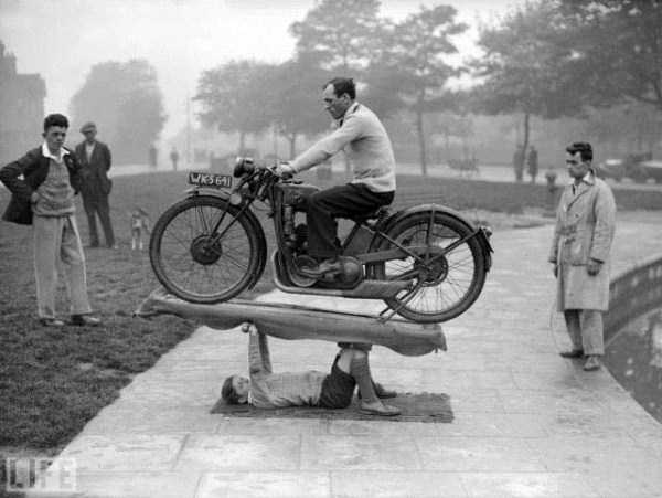 crazy-stunts-from-the-past-33